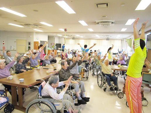 は ホーム 特別 老人 養護 と 特別養護老人ホーム(特養)とは? 老健との違いや入居条件・待期期間などの特徴を解説